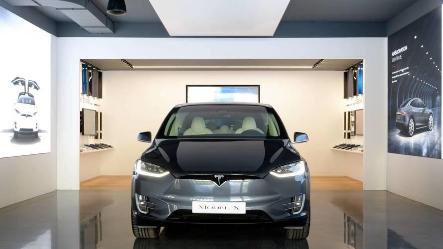Le showroom Tesla a ouvert ses portes en plein Paris !