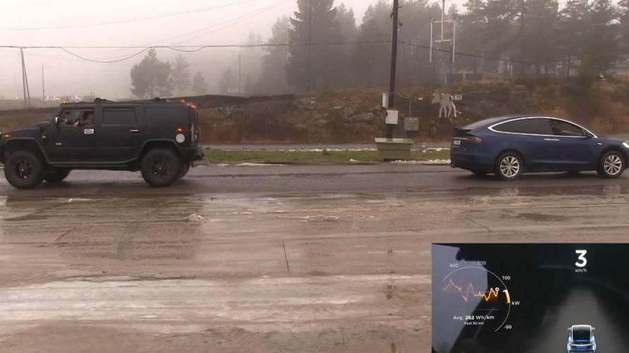 Halat çekme yarışı: Tesla Model X vs Hummer H2