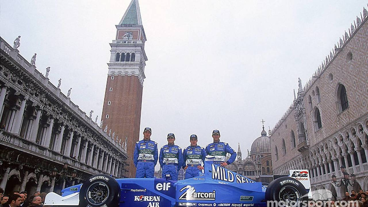 Jenson Button, Giancarlo Fisichella, Fernando Alonso y Mark Webber en la presentación del B201 en Venecia