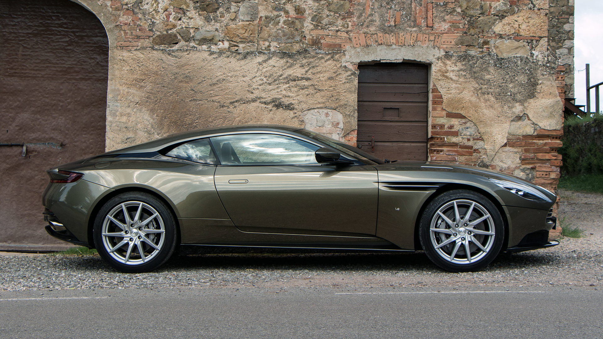 Aston Martin DB V Debut Is Less Than A Month Away UPDATE - Aston martin db 11
