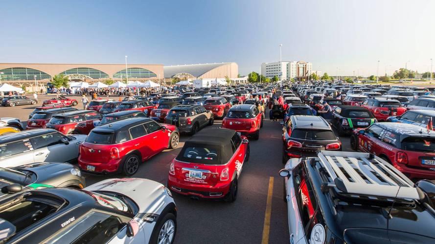 Renkli tavana seçeneğine sahip 15 yeni otomobil