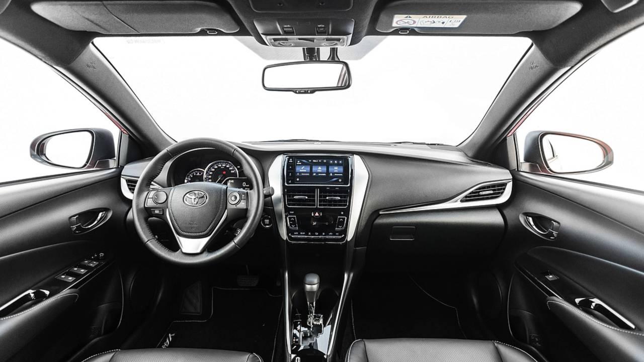 Primeiras Impressoes Toyota Yaris Sedan Xls 2019 E O Completao Japones