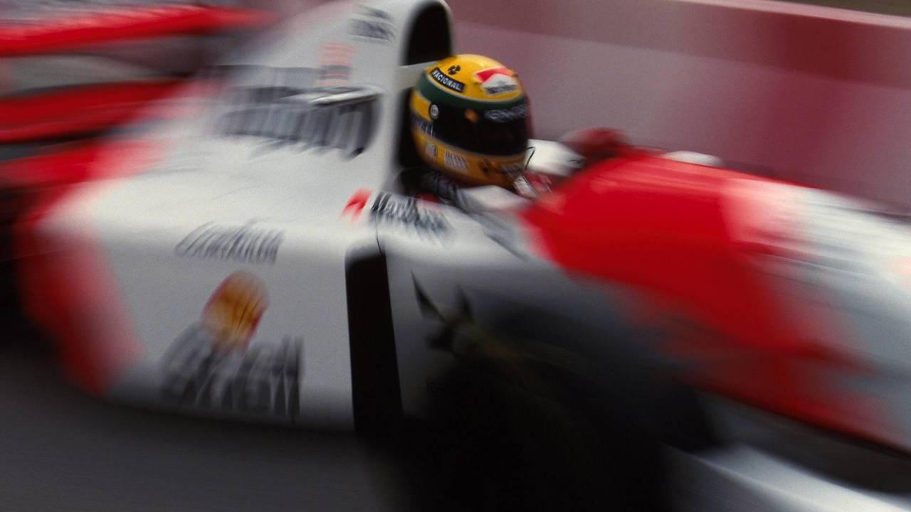 Senna pressionado
