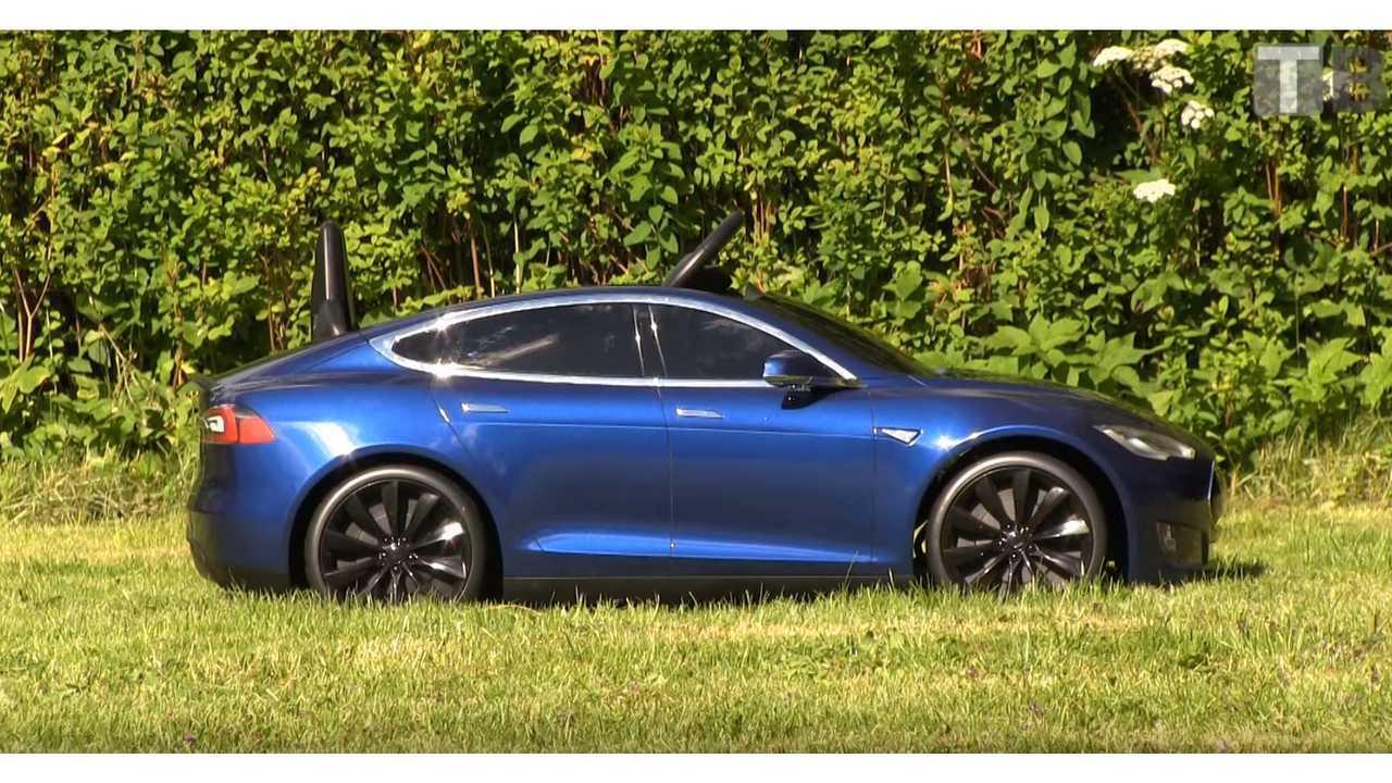 Bjorn Nyland Reviews Radio Flyer Tesla Model S - Video