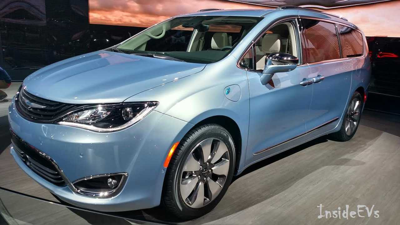 Chrysler Pacifica Hybrid Arrives, 700 Patient Customers Get Bonus