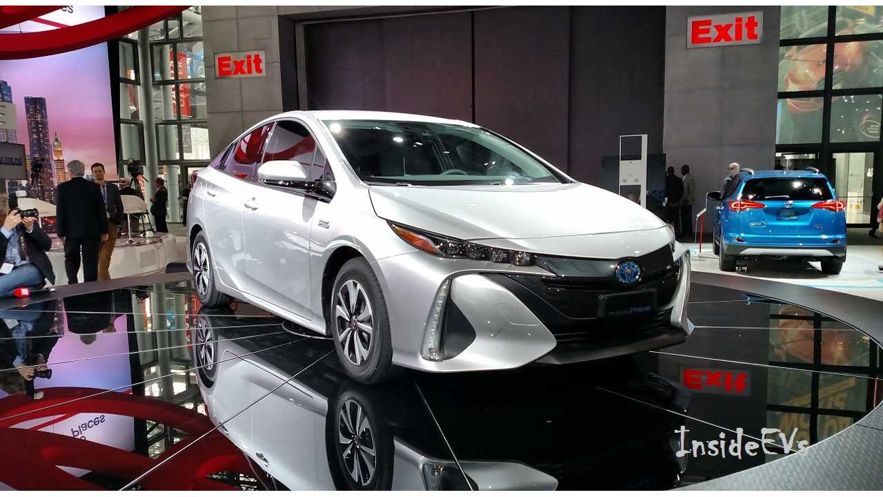 Toyota Prius Prime Live From The Ny Auto Show Floor Insideevs Tom