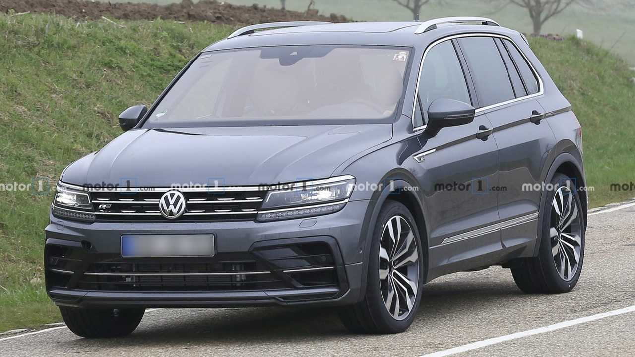 vw tiguan r hot crossover spied as r line with quad exhausts. Black Bedroom Furniture Sets. Home Design Ideas