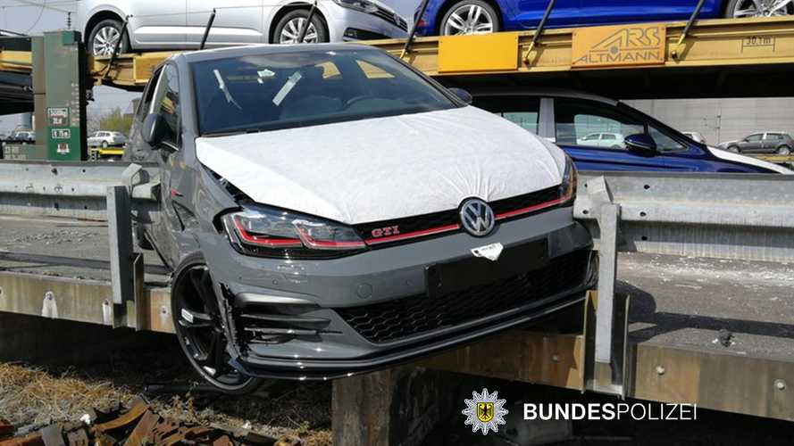 Thieves fail to steal VW Golf GTI straight from train transport