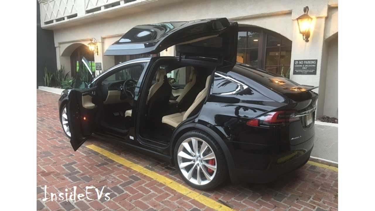 Tesla Model X Falcon Doors Can Impact Front Doors On Slope When Closing - Video