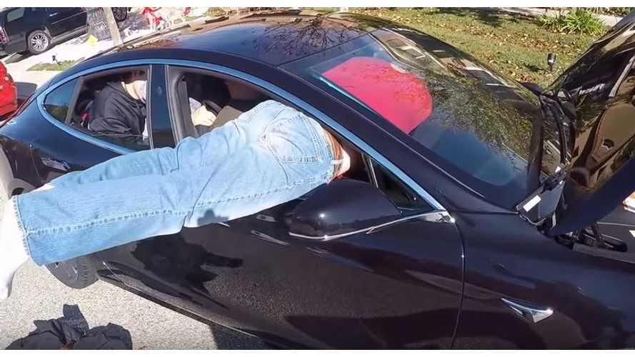 Guinness World Record Attempt: Most People Stuffed In A Tesla Model S P100D - Video