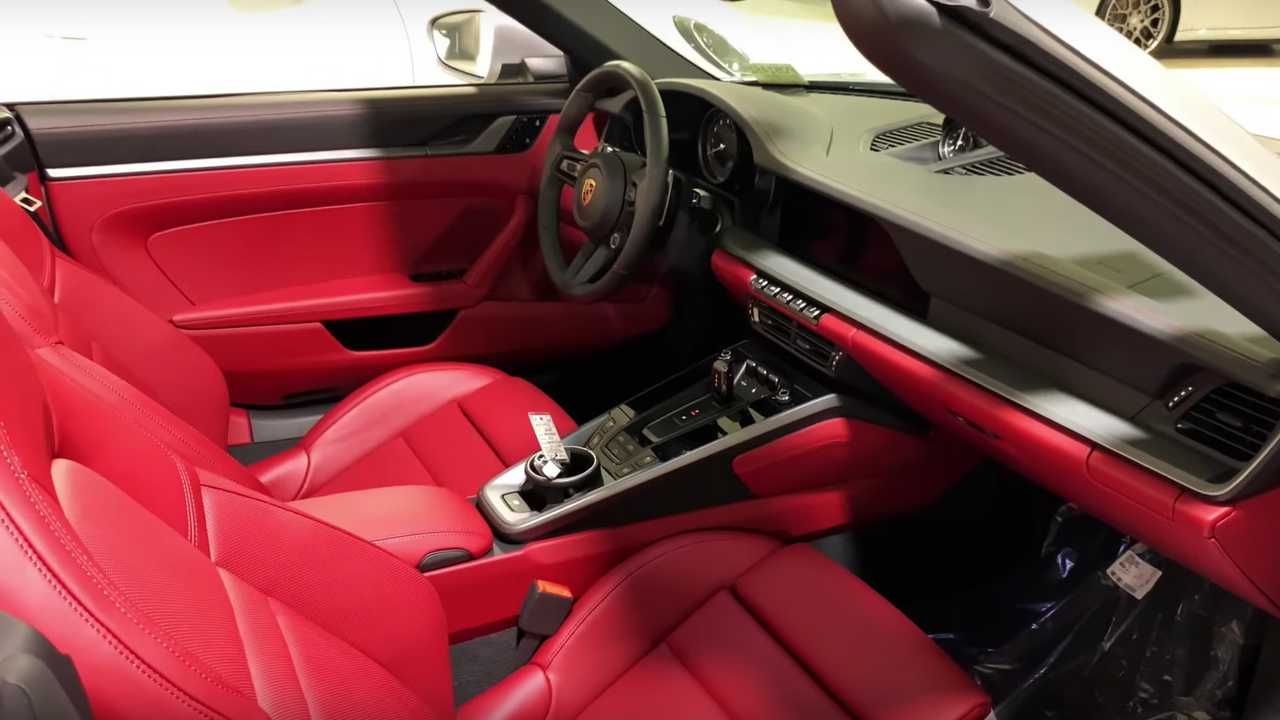 El video del Porsche 911 muestra cinco interiores diferentes disponibles para el 992 53