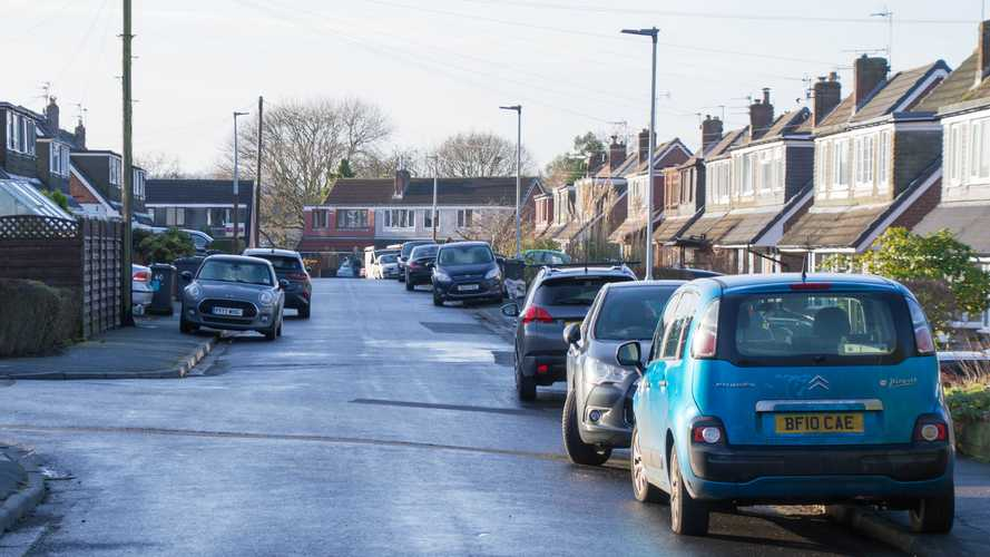 Government to consider nationwide ban on pavement parking