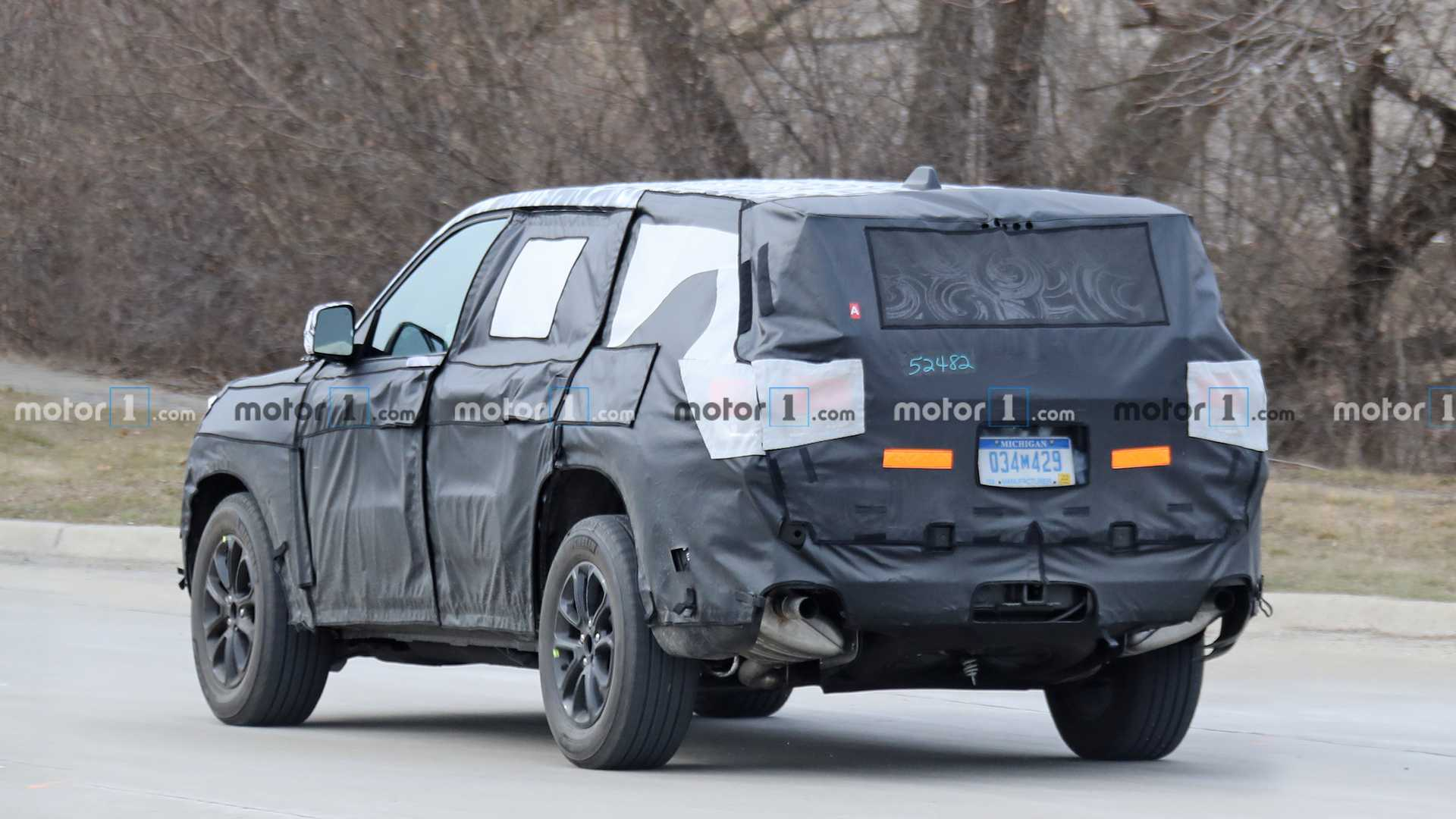jeep-grand​-cherokee-​three-row-​spy-photos