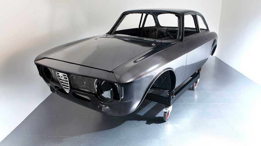 Alfa Romeo Giulia, il restauro a base di fibra di carbonio