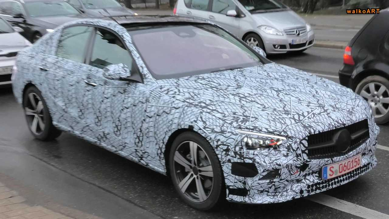 New Mercedes C-Class spied waiting at red light