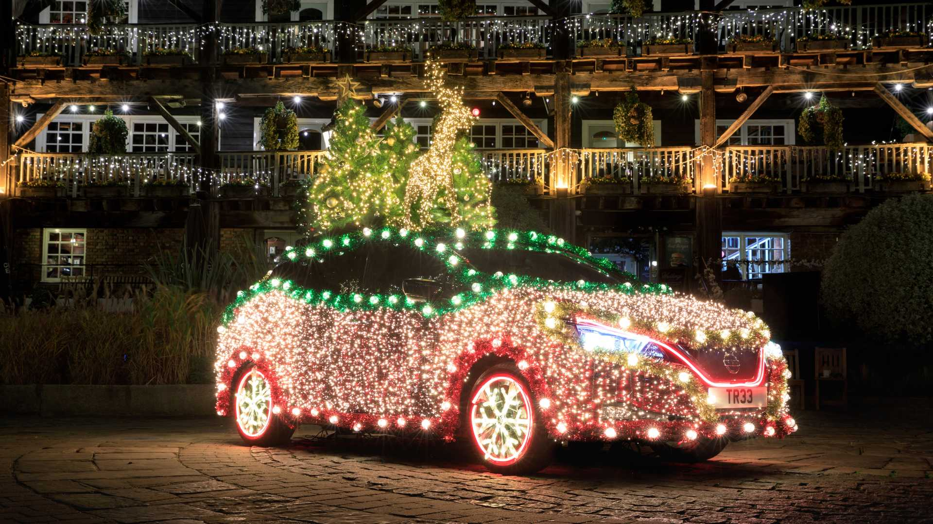 Nissan Leaf Doubles As Christmas Tree With Self-Powered Lights