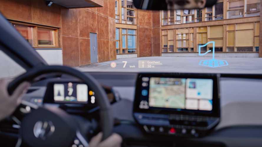 Volkswagen ID.3'ün head-up display'i reklam filminde harika görünüyor