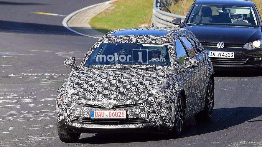 Nouvelle génération de Toyota Prius+ photos espion
