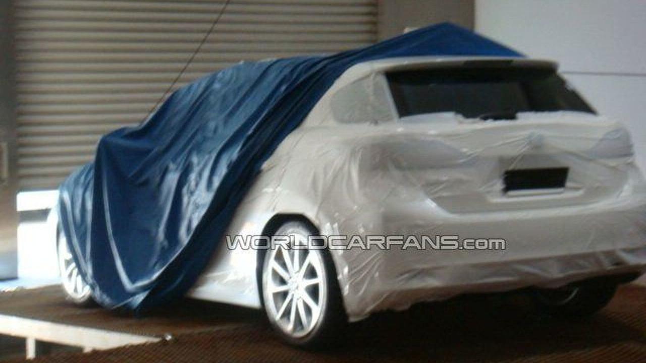 Lexus LF-Ch possible production version spy photo - 640 - 19.01.2010