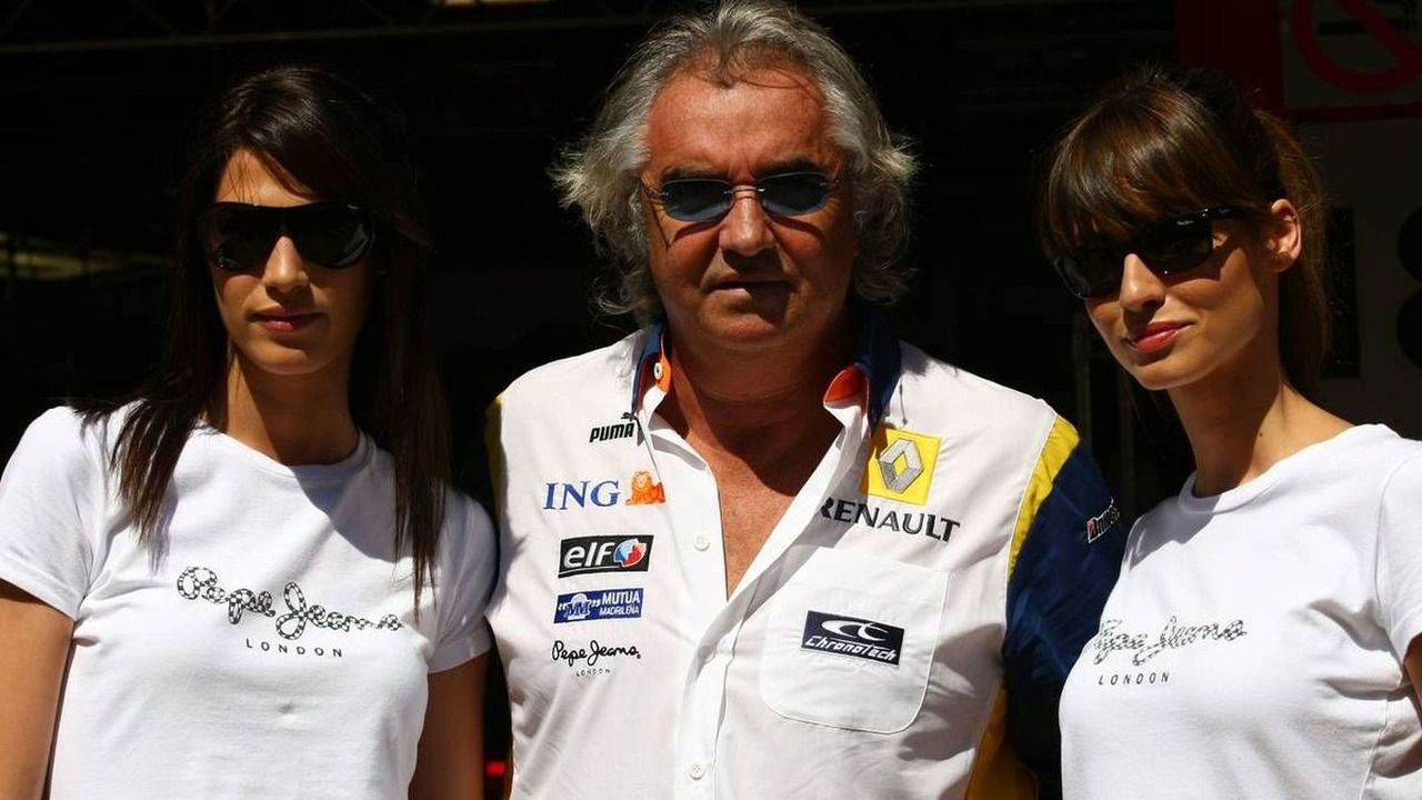 Girls in the paddock with Flavio Briatore (ITA), Spanish Grand Prix, Barcelona, Spain, 26.04.2008