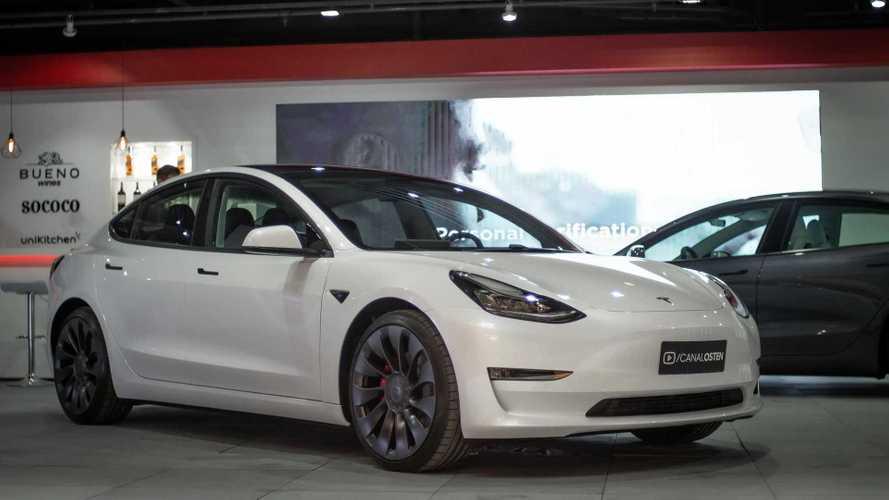 Tesla Model 3 chega ao Brasil com plano de assinatura de R$ 18.700 mensais