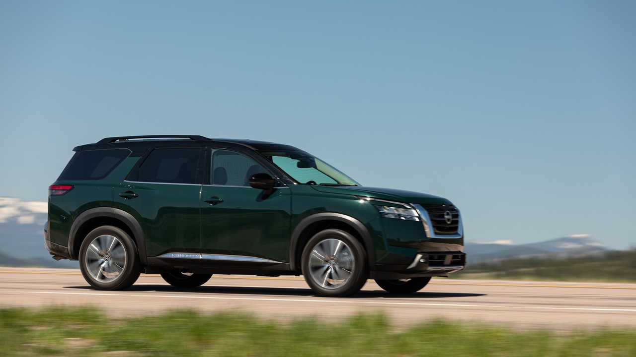 Nissan Pathfinder Platinum 2022 Экстерьер Передняя Четверть