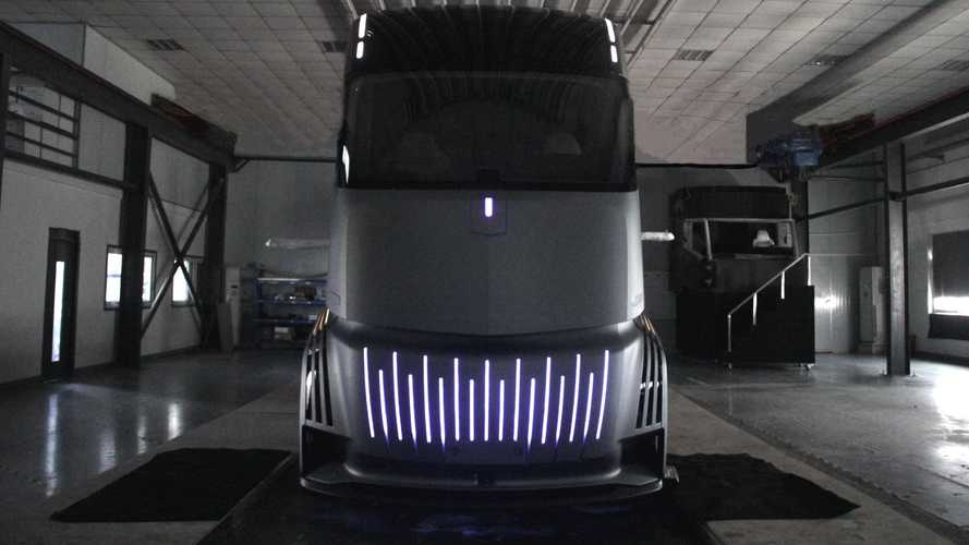 Farizon AD21 Defies the Tesla Semi Truck With Battery Swapping