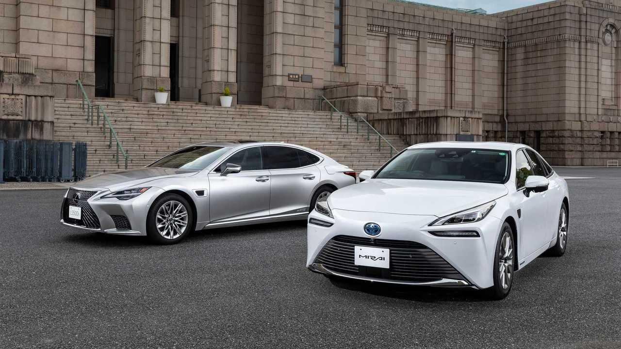 Седаны Lexus LS и Toyota Mirai резко «поумнели»