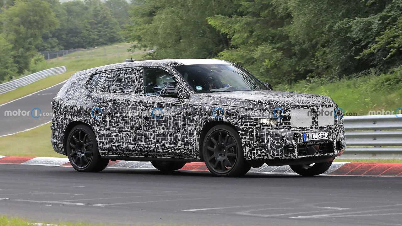BMW X8 Spied Flaunting Unusual Tailpipe Layout