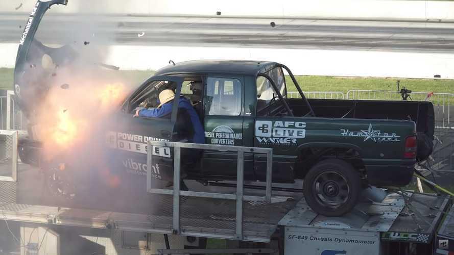 Picape Dodge Ram com mais de 3.000 cv explode no dinamômetro