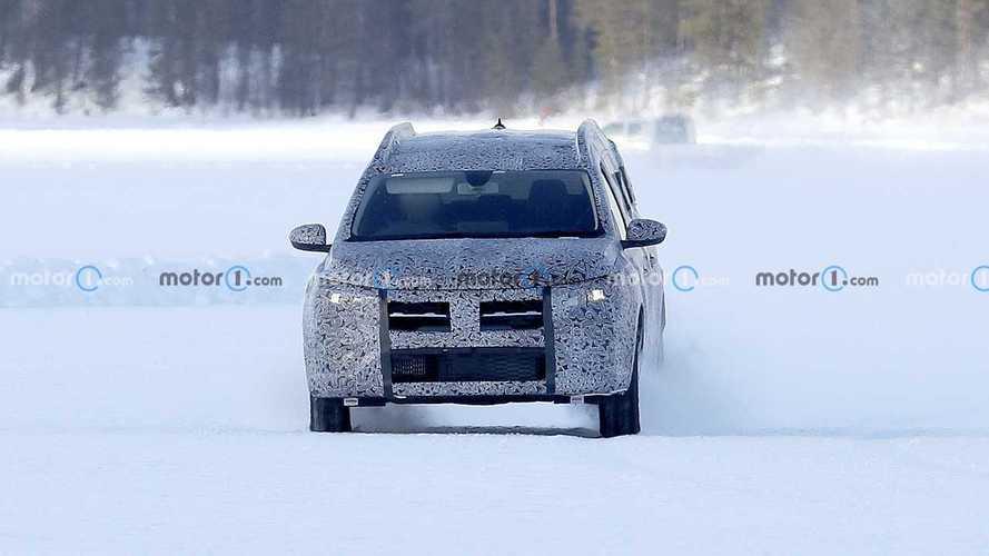 2022 Dacia Logan-based wagon spy photos