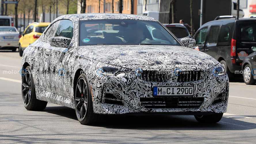 BMW 2 Serisi Coupe, kamuflajları azaltmaya başladı