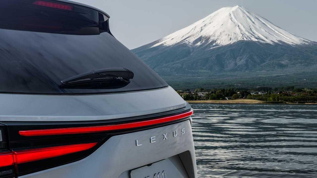 Тизер нового Lexus NX