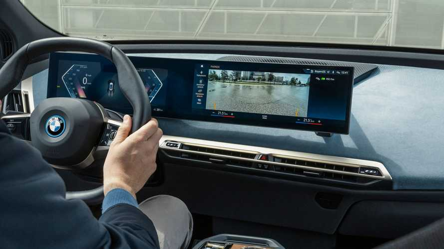 Flagra: Novo BMW X1 2022 terá painel digital gigante igual do iX