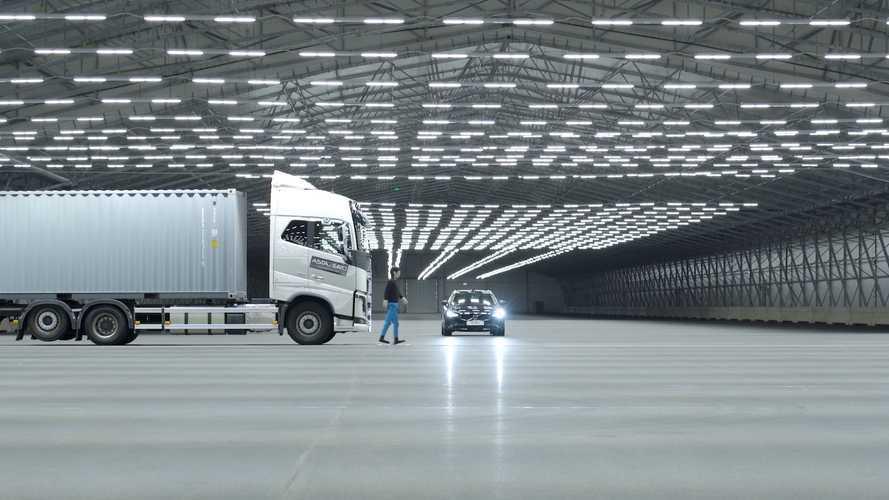 Un enorme hangar pieno di sensori per l'auto elettrica: perché?