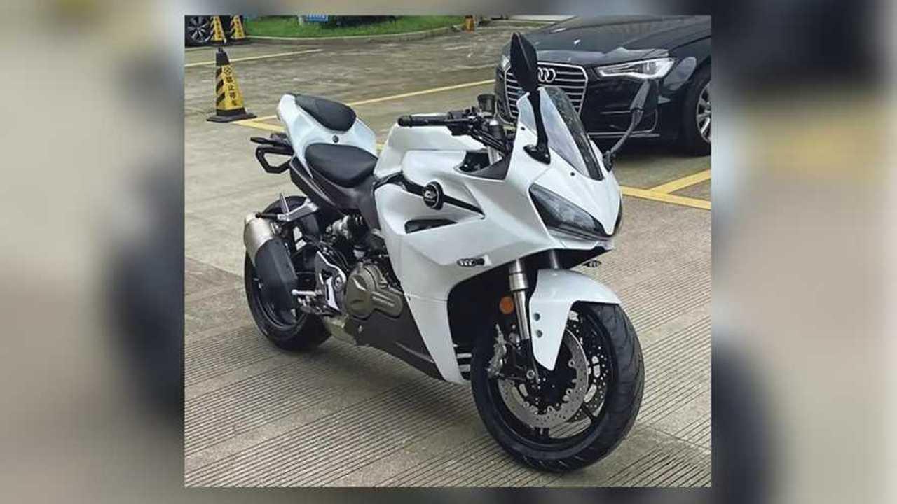 QJ Motors Supersport 550