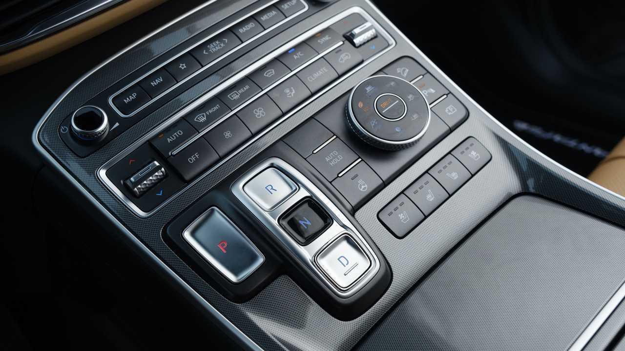 Обновленный Hyundai Santa Fe для России, элементы салона