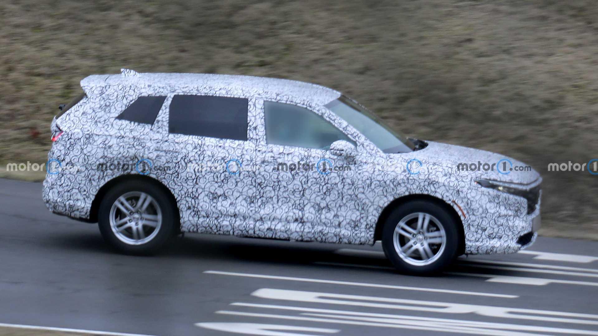 Honda CR-V 2023 года, за которой впервые шпионят, выглядит больше