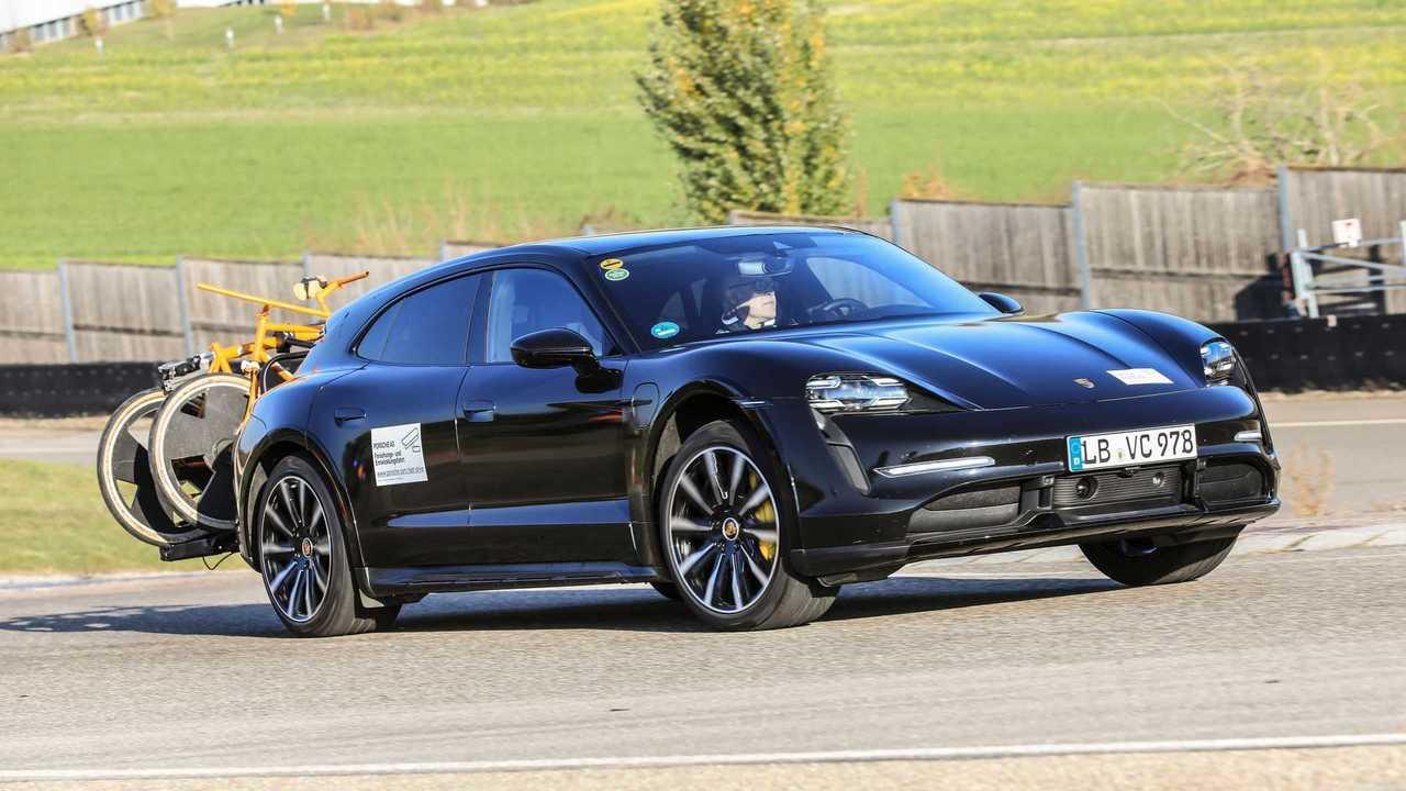 Porsche Taycan Cross Turismo, prime foto ufficiali dei prototipi