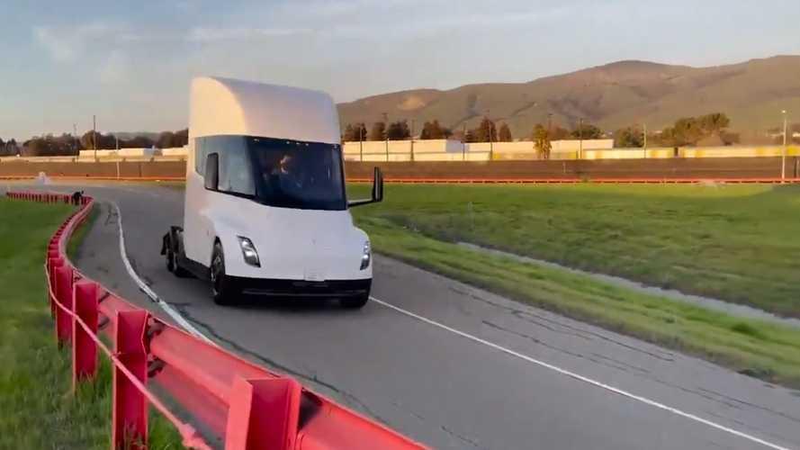 Vidéo - Le Tesla Semi s'entraîne sur... circuit