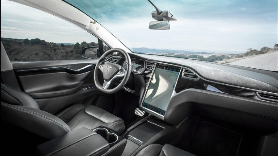 "Tesla, la Model X ""salva-vita"" fa scalpore"