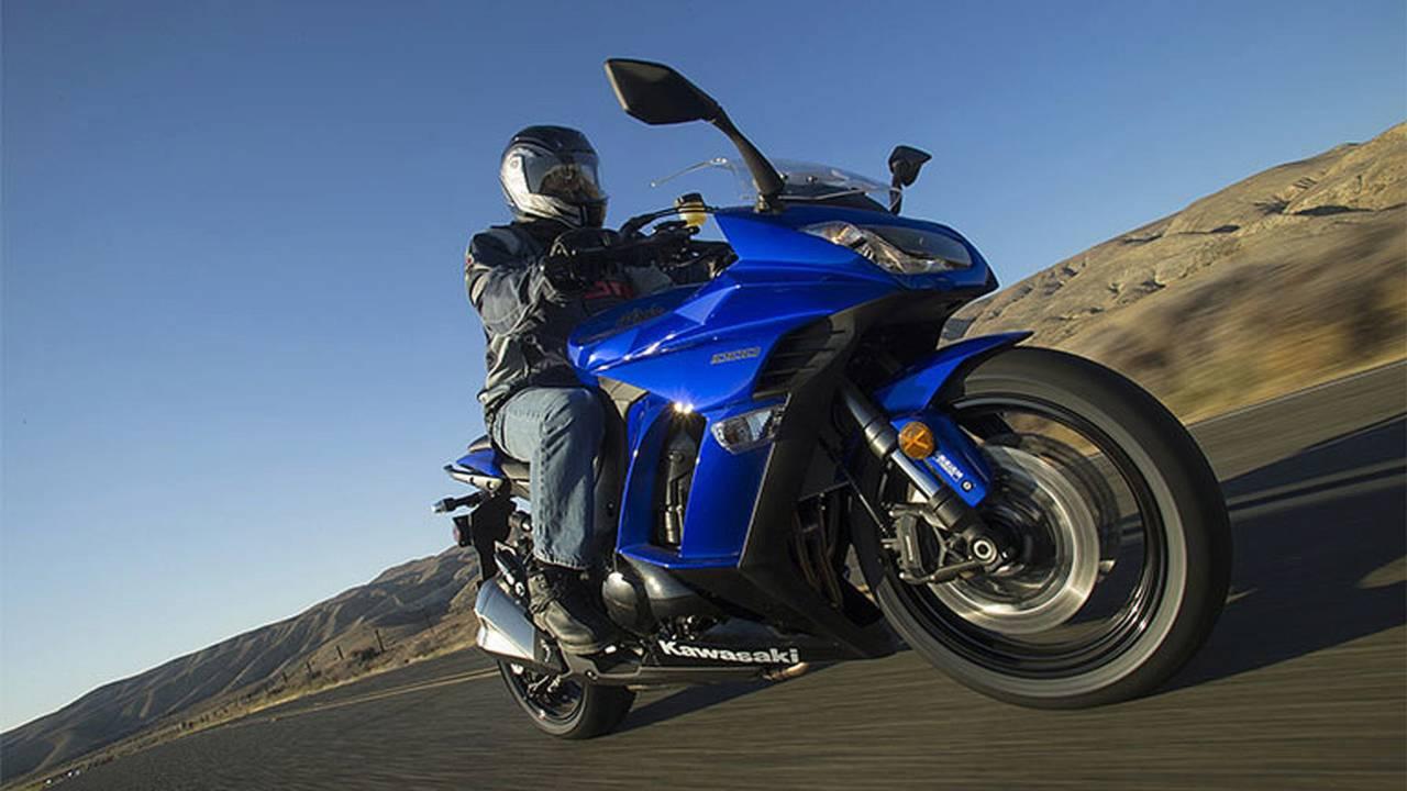 2014 Kawasaki Ninja 1000 ABS Review 7 of 9 | RideApart Photos
