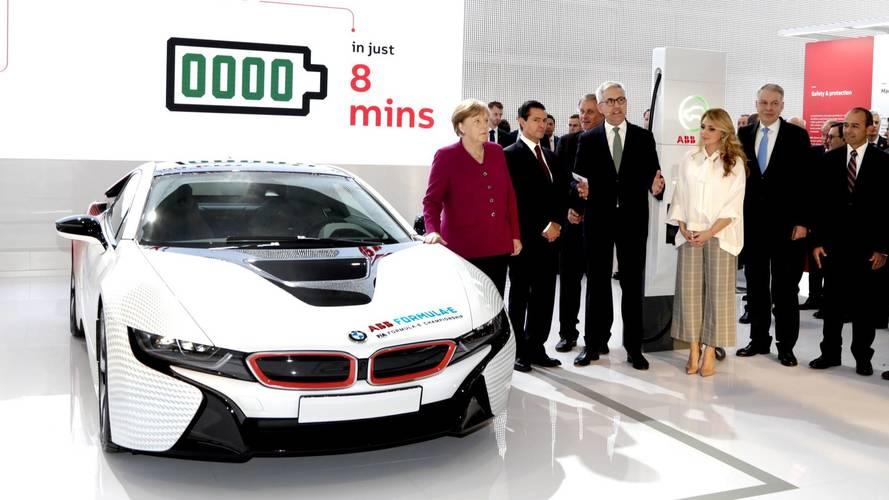 Bemutatták a világ leggyorsabb elektromos autókhoz készített töltőjét