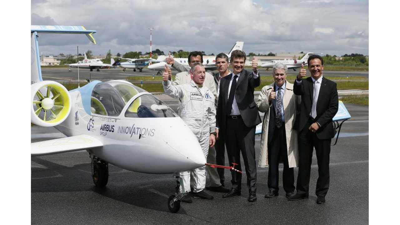 Electric E-Fan Aircraft Successfully Completes First Public Test Flight -Video