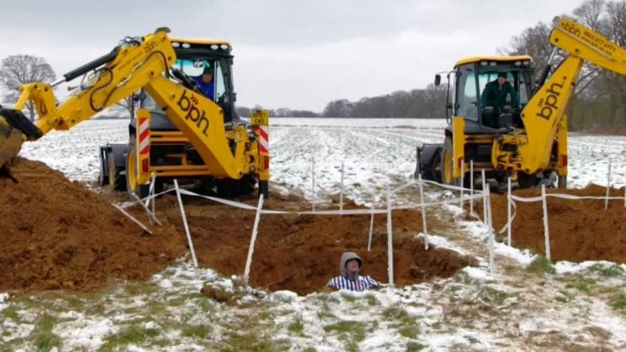 Top Gear excavating hole race screenshot