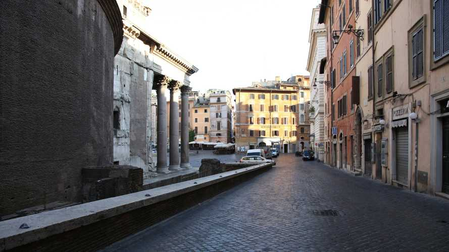 Blocco del traffico a Roma, domenica 24 marzo tutti a piedi