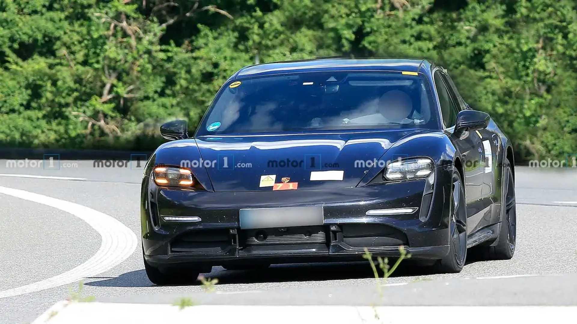 2020 - [Porsche] Taycan Sport Turismo - Page 2 New-porsche-taycan-cross-turismo-spy-photos