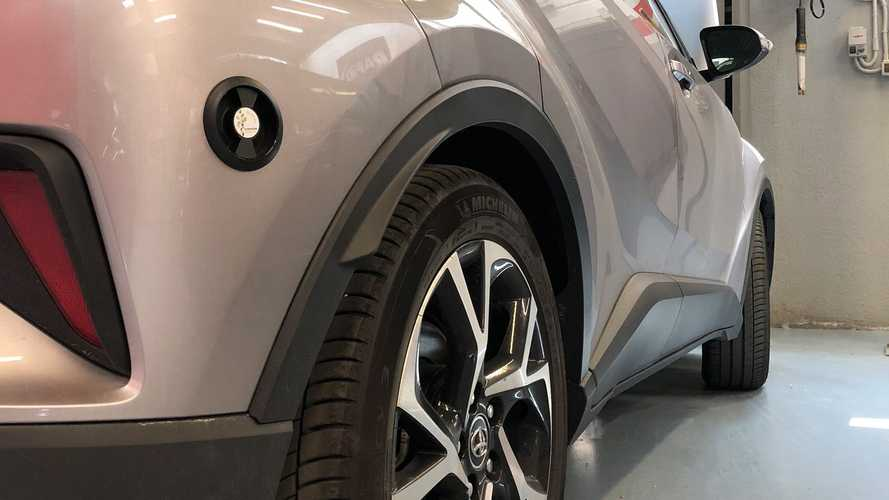 """Auto ibride a metano: la Toyota C-HR """"convertita"""" debutta in pubblico"""