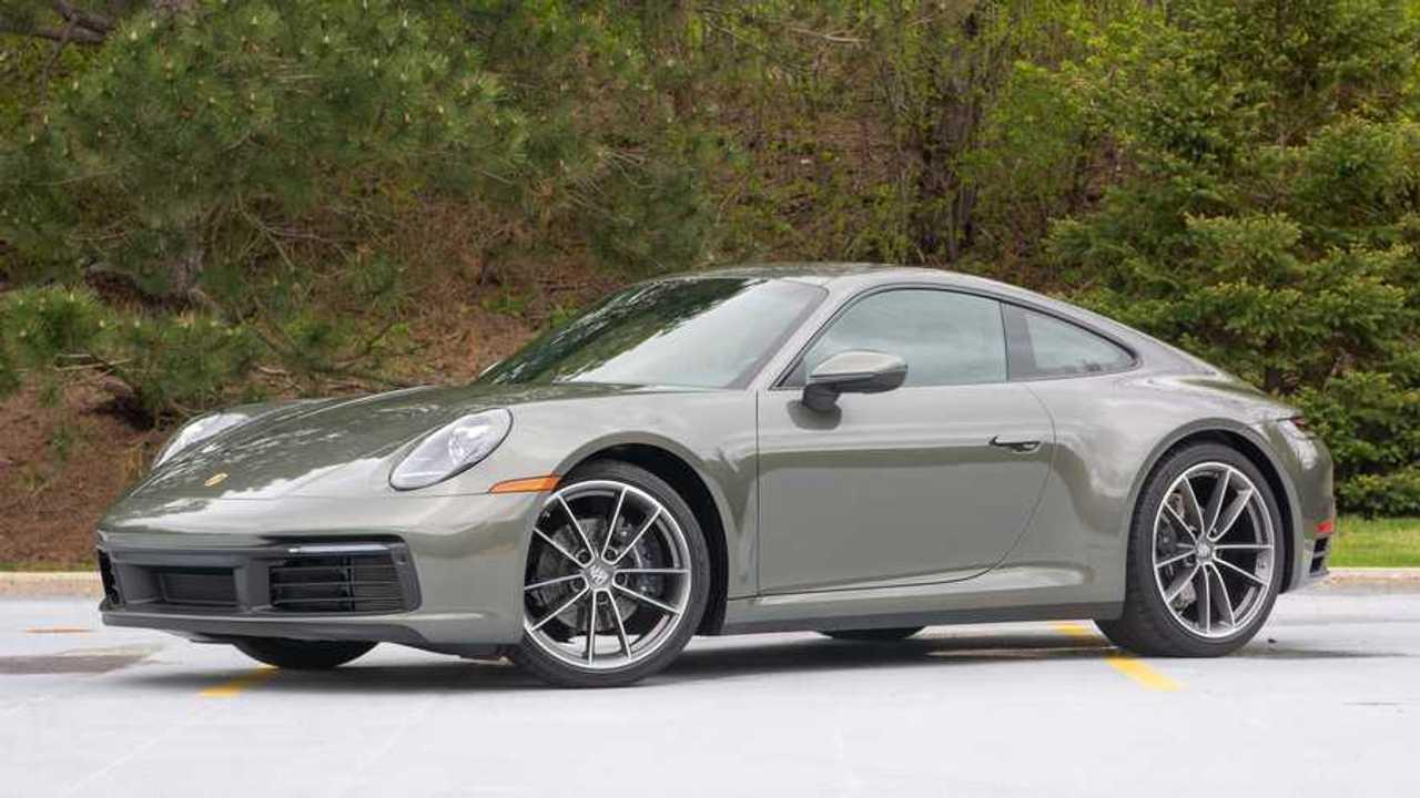 2020 Porsche 911 Carrera 4 front three-quarter