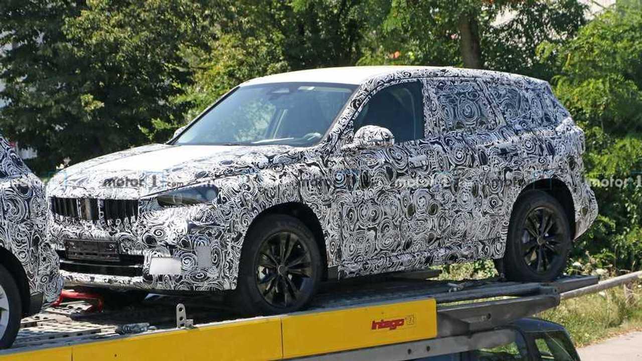 BMW X1 (2021) auf neuen Erlkönigfotos
